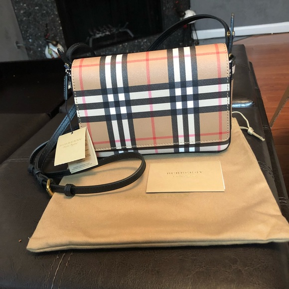5b18cb500500 Burberry hampshire vintage check bonded leather